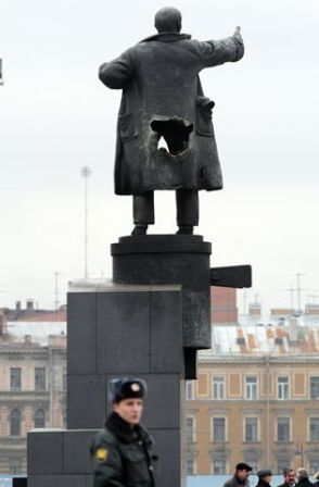 Lenin Statue April fools