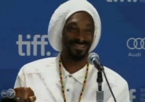 Funny or Sad? Snoop Dogg Endorses Obama to Clean S**t Up